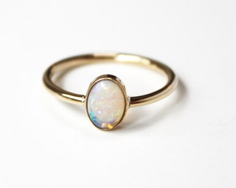 Aurora ring (14K gold and opal)