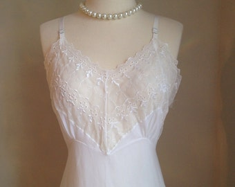 Vintage 1960s slip lingerie • white nightgown• lace eyelet • bridal wedding• burlesque mad men VICTORIA