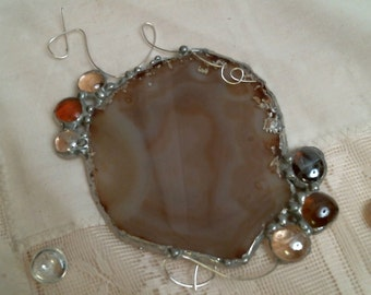 Agate geode slice suncatcher or ornament with glass nuggets & wire