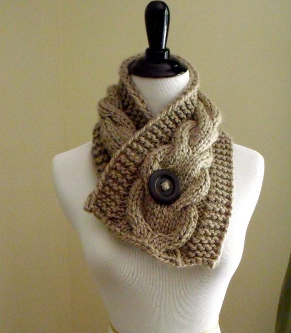 Knitting Patterns For Women s Scarf : Womens Short Cable Knit Scarf Knitting Pattern Knitting