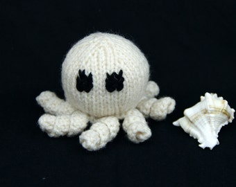 Hand-knitted Soft Octopus White