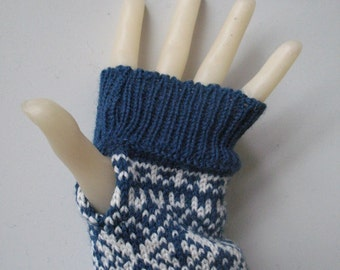 Fingerles gloves made of norwegian wool
