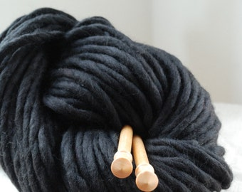 OSLO BLACK Wool yarn 200gr/7oz Co no.17