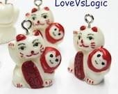 5 Maneki Neko Beckoning Cat Lucky Cat Lucite Charms. 04