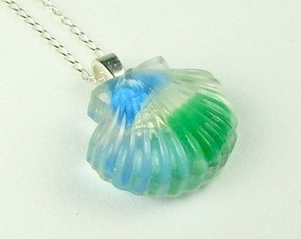 Handmade GENUINE Sea Glass Jewelry Shell Necklace In Resin And Blue And Green Seaglass