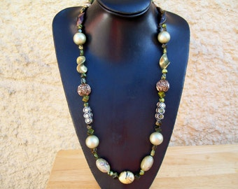 Natural beauty necklace with mixed green glass and plastic beads