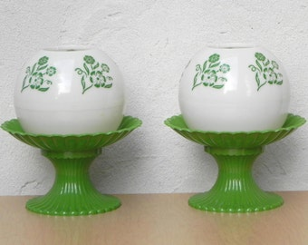 Pair Green & White Plastic Globe Dresser Table Lamps, 1960s Mod Floral Style