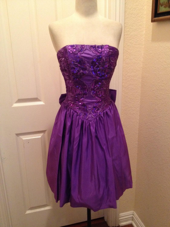 A vintage 1980s Jessica McClintock Gunne Sax purple strapless