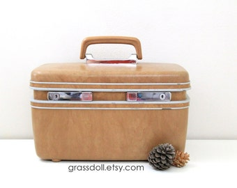 Vintage Samsonite Mustard Tan Color Train Case, Cosmetic Box, Travel Box / Item 1224