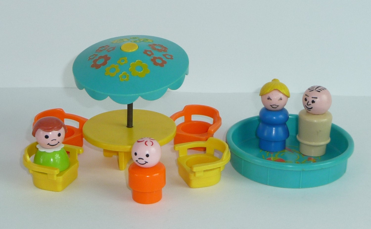 vintage fisher price little people patio table with chairs. Black Bedroom Furniture Sets. Home Design Ideas