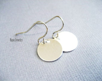 Simple Silver Disc Earrings, Silver Coin Earrings, Petite Silver Disk Earrings, Dainty Silver Drop Earrings, Everyday Minimalist Earrings