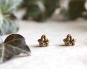 Ivy Leaf Earrings, Gold Ivy Stud Earrings, Ivy Leaf Post Earrings, Star Shaped Earrings, Botanical Jewellery, Ivy Earrings, Ivy Leaf Jewelry