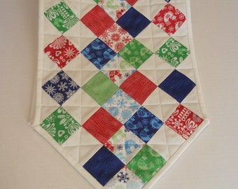 Classic Christmas Quilted Table Runner, Quilted Table Topper, Patchwork Christmas Table Runner, Folk Art, Holiday, Winter, Birds, Snow