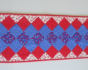 Quilted Table Runner in Red White and Blue for Independence Day , Fourth of July Quilted Table Topper, Table Quilt, Summer Table Runner