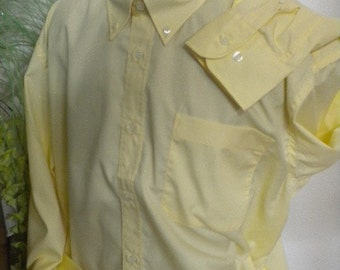 Elegant men's shirts of yellow cotton
