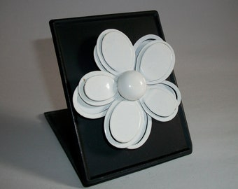 My RePurposed UpCycled Magnets From 1960s Flower Power Brooch Pins 46