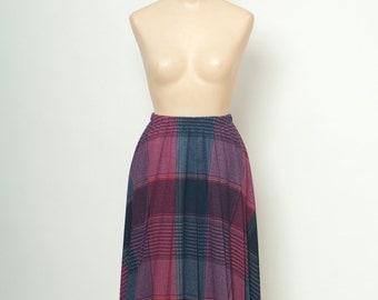 Vintage Skirts / 70s 80s Skirts /  Plaid Skirts / Skirts / schoolgirl / pleated skirt / 1970s / 1980s