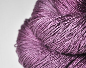 Withering bunch of roses - Merino/Silk Fingering Yarn Superwash