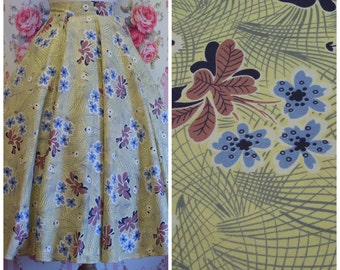 1950s Vintage Skirt / 50s Full Circle Skirt / Pretty Floral Print Cotton / Shaped Hip Pockets / XS Extra Small