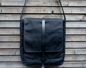 Waxed canvas messenger bag with adjustable shoulderstrap UNISEX