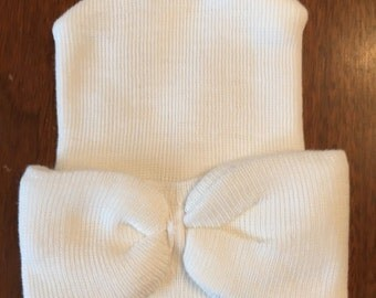 Newborn/hospital size white hat with attached bow