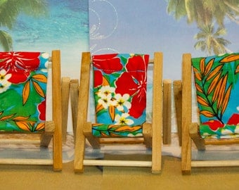 Small Turquoise Red Tropical Flower Cell Phone Chair Mamakohawaii