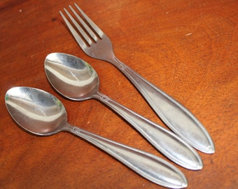 UTICA Vintage Flatware PRETTY pattern Shabby Chic Silverware BIN 29