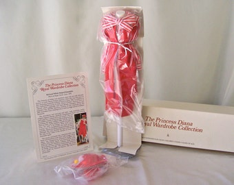 Vintage Princess Diana Royal Wardrobe Collection Red and White Striped Suit DDU/21 NIB Danbury Mint Fits 14 Inch Doll 1980s