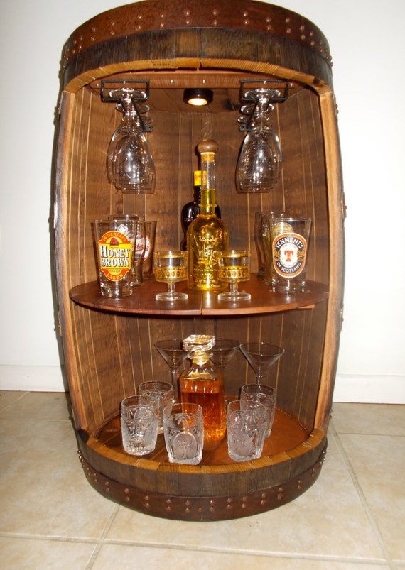 r serv e jena meuble mini bar whisky baril par charismagift. Black Bedroom Furniture Sets. Home Design Ideas