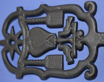 Cast Iron, Trivet, Footed, Home Décor, Round, Love Birds, Dutch