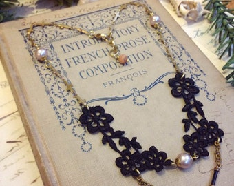 The black swan Necklace