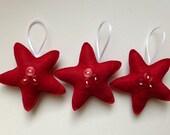 Wool felt stars Christmas tree ornaments - Set of 3 red stars with red buttons - Christmas tree ornaments - Holdiay decoration