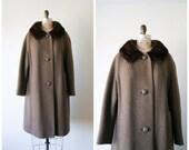 Vintage Swing Coat / 60s Fur Collar Wool Coat in Brown / Women's Medium