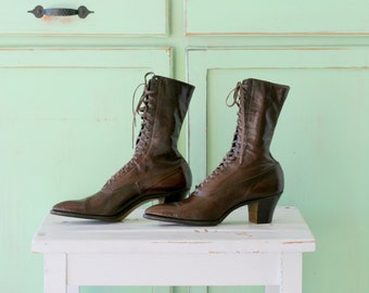 1960s WITCH BOOTS...size 5.5 womens...leather boots. ankle boots. victorian. urban. antique. boho. brown boots.  indie. mid century. costume