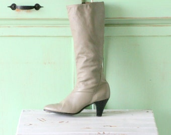 Vintage GRAY GOGO BOOTS...size 6 womens...leather. knee length. 1980s boots. urban. hipster. boho. hippie. knee length boots. retro. 70s 80s