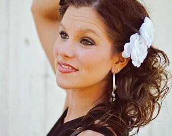 Bridal White Rose Hair Clip Fascinator - Wedding Hair Flowers - Vintage Shabby Flower - Bridal Hair Piece - Hair Bobby Pins