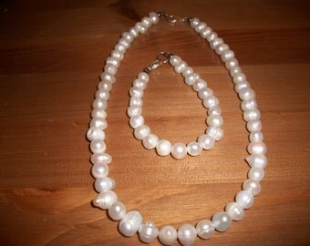 Fresh water pearl Necklace & Bracelet
