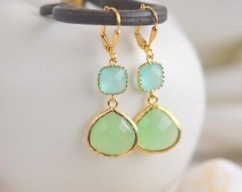 Mint and Aqua Bridemaid Earrings in Gold. Dangle Earrings.  Bridesmaid Jewelry. Spring Wedding Jewelry. Wedding Jewelry.  Modern Earrings.