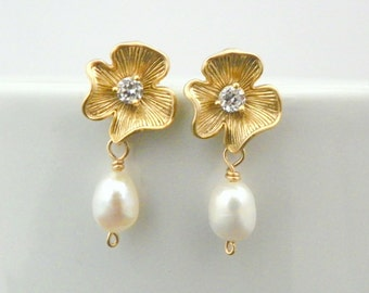 Gold Flower Bridesmaid Earrings Set of 5, Pearl Bridesmaid Earrings, Gold Pearl Earrings, Freshwater Pearl Earring, Gold Bridesmaid Jewelry