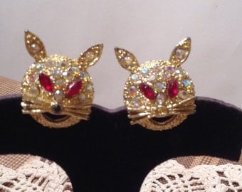 Vintage 1960s 60s Pair Goldtone Figural Cat Scatter Pins / Brooches / Aurora Borealis Stones / Red Stone Eyes