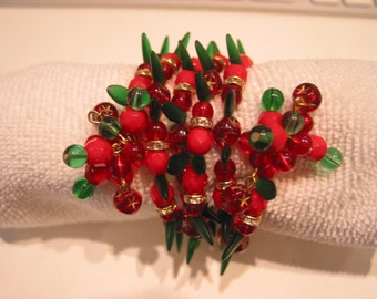 Christmas wrap bracelet in green/red glass beads