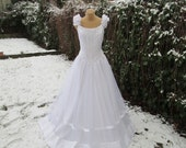 Wedding Dress Vintage / Bridal Gown / Crystal / Embroidery