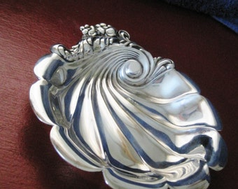 Vintage Lunt Silver Plated Scallop Serving Dish