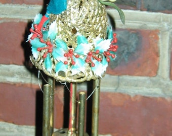 Vintage PIXIE Christmas Wind Chimes with original box. Blast from the past.