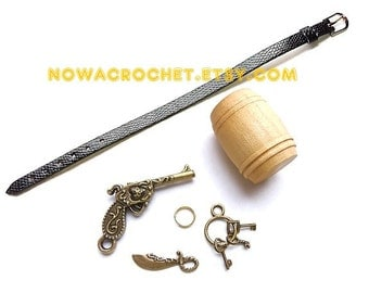 Accessories for the pirate owl