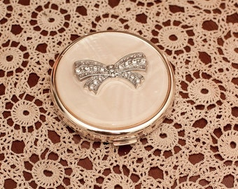 Vintage Enameled Compact with Mirror inside.
