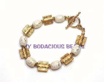 "Handmade 7"" BRACELET GOLD and CREAM  Crackle Beads Golden Accents Toggle Closure"