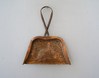 Jerusalem Decorative Copper Wall Dustpan, Rustic Hammered out Etched Copper Art, Collectible Israel Folk Art, Farmhouse Housewares Utensils