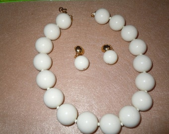 Vintage Monet huge Beads statement Necklace with Earrings.