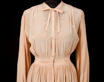 1940s Dressing Gown // Peachy Embroidered Dressing Gown or Robe Lingerie